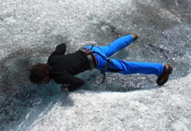 2013-07-Glaciar-Fjallsjokull-Bebiendo