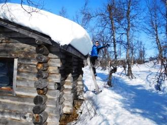 Paquetón de nieve en el tejado