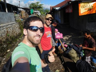 Inicio del trekking al Gunung Rinjani