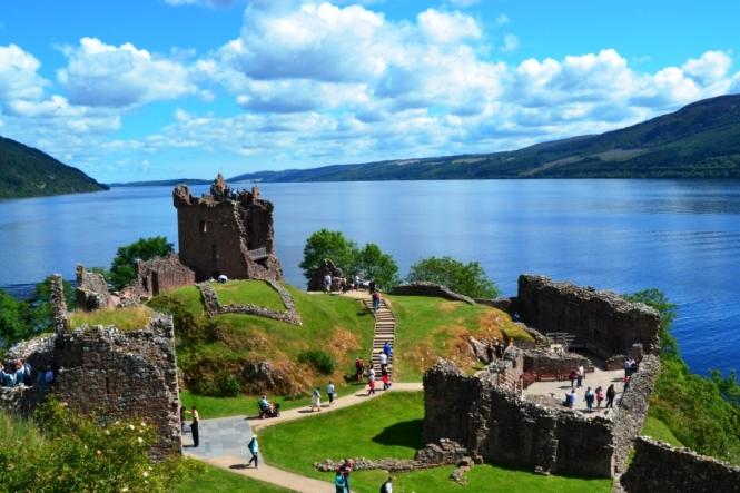 2014-07-Fort-Augustus-Loch-Ness-Urquhart-Castle-02.JPG