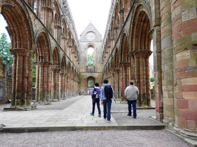2014-07-Sur-Escocia-Jedburgh-Abbey-02.JPG