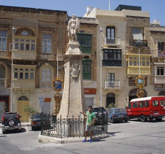 2008-08-Malta-Vittoriosa-Vittoriosa-Square.JPG