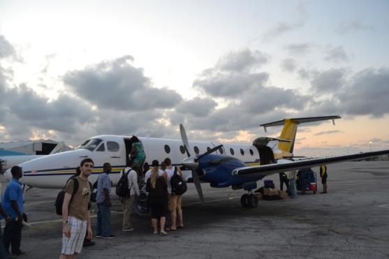 2012-04-bahamas-aeropuerto-north-eleuthera-avion.JPG