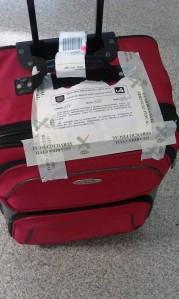 2012-04-bahamas-aeropuerto-pamplona-maleta-guardia-civil