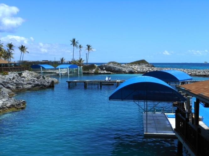 2012-04-bahamas-blue-lagoon-instalaciones