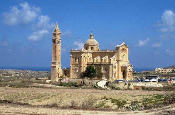 2008-08-malta-gozo-basilica-ta-pinu-1