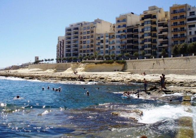 2008-08-malta-sliema-playa.JPG