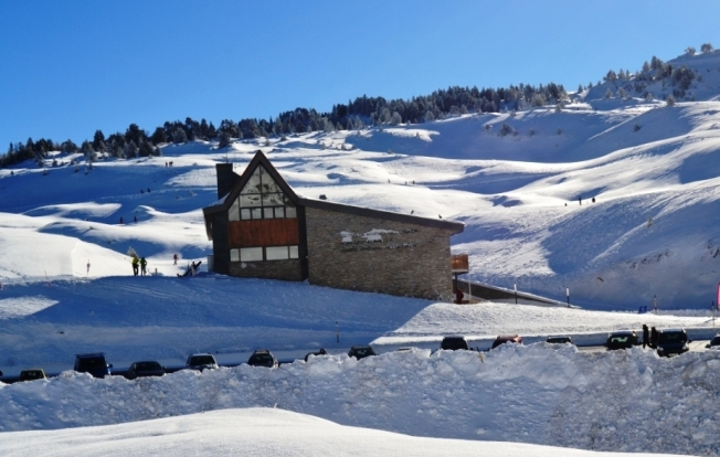 2012-12-el-ferial-belagua-refugio.JPG