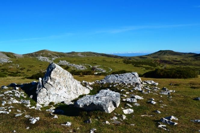 2015-12-aralar-dolmen-trikuarri.JPG