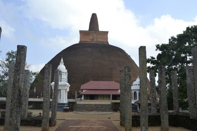 2017-02-sri-lanka-Anuradhapura-Dagoba-abhayagiri-3.JPG
