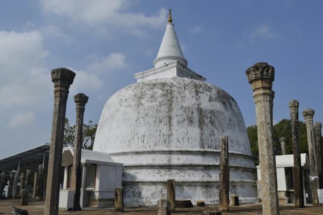 2017-02-sri-lanka-Anuradhapura-Dagoba-lankarama.JPG