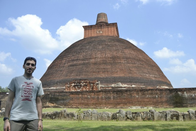 2017-02-sri-lanka-Anuradhapyra-dagoba-Jetavanarama-1.JPG