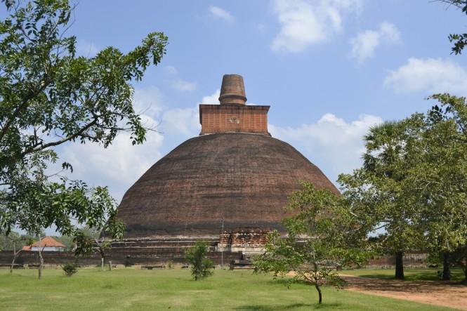 2017-02-sri-lanka-anuradhapyra-dagoba-jetavanarama-3