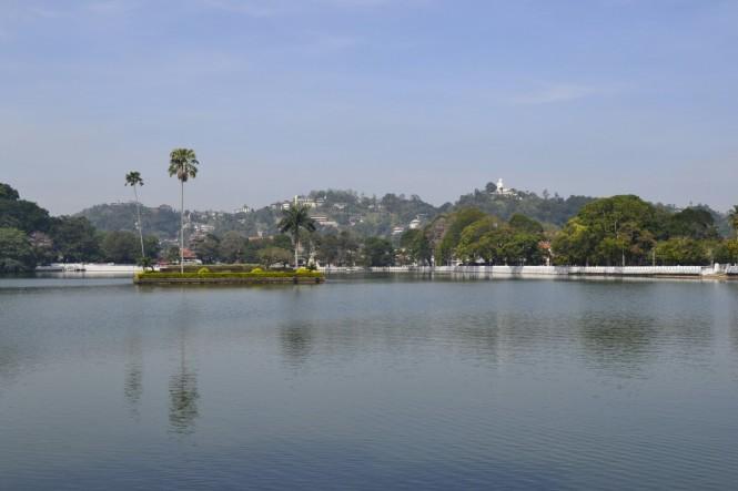 2017-02-Sri-Lanka-Kandy-lago.JPG