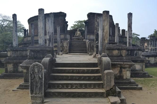 2017-02-sri-lanka-polonnaruwa-vatadage.JPG