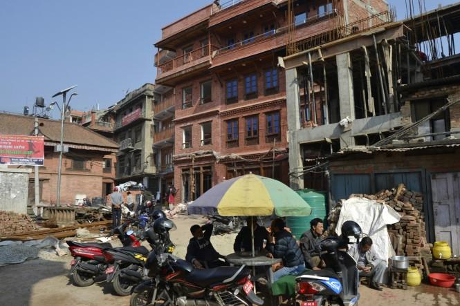 2017-03-nepal-Bhaktapur-callejeando-casas-derruidas.JPG