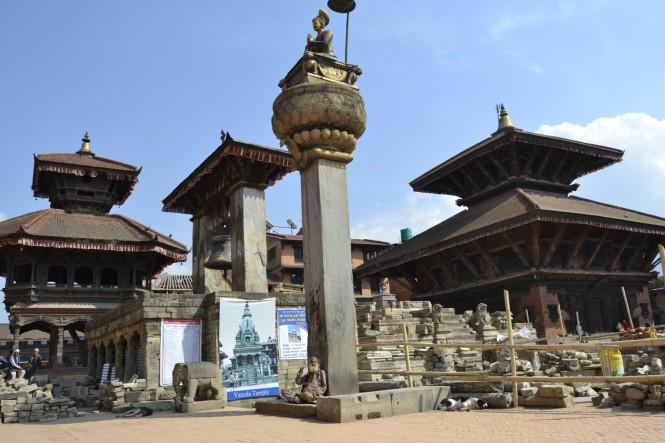2017-03-nepal-Bhaktapur-plaza-durbar-reconstruccion.JPG