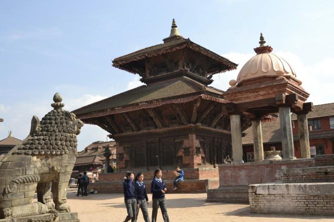 2017-03-nepal-Bhaktapur-Plaza-Durbar-Templos-gopi-nath-y-rameshwar.JPG