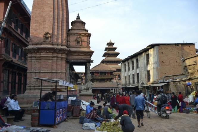2017-03-nepal-Bhaktapur-taumadhi-tole-6.JPG