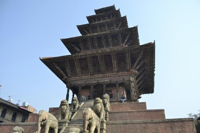 2017-03-nepal-Bhaktapur-Taumadhi-Tole-Templo-nyatapola-1.JPG