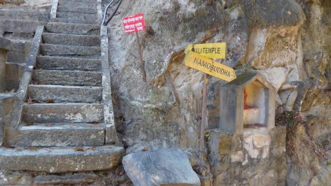 2017-03-nepal-dhulikhel-ruta-namobuddha-26-indicadiones
