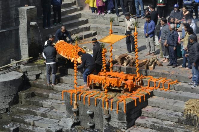 2017-03-nepal-Pashupatinath-ceremonia-2