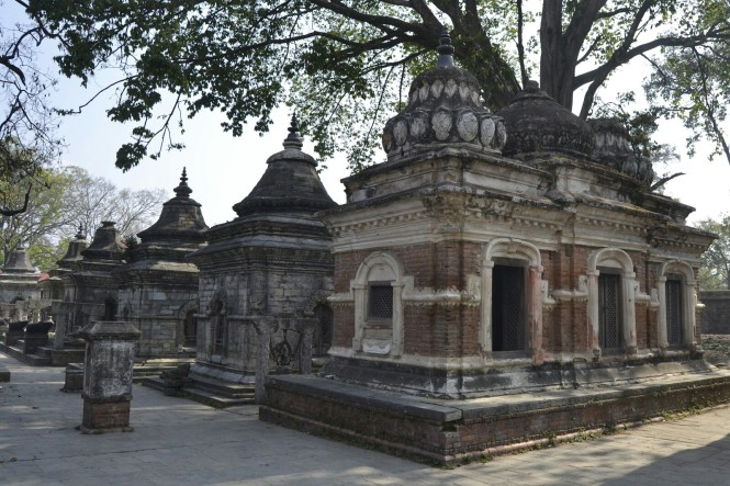 2017-03-nepal-Pashupatinath-lingam-shrines-1