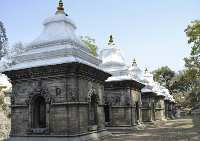 2017-03-nepal-Pashupatinath-shiva-shrines-1