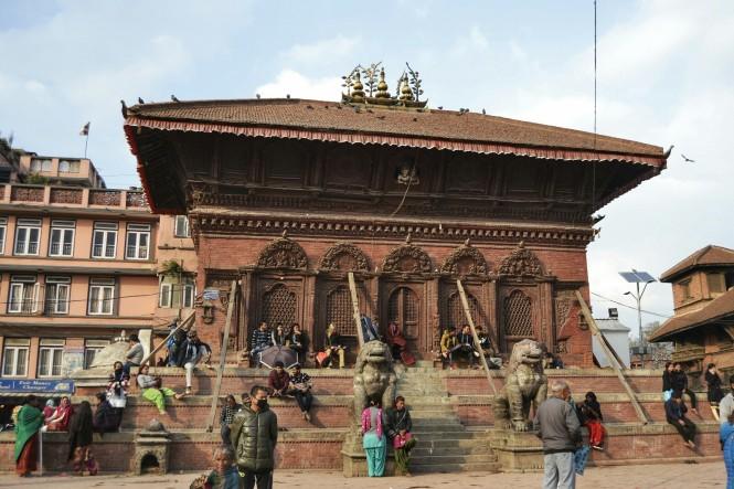 2017-03-nepal-Kathmandu-Plaza-Durbar-Templo-Shiva-Parvati