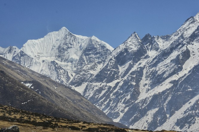 2017-03-nepal-Trekking-LGH-Dia-3-18KyanjinGumba-Lodge-Vistas-Ganchenpo