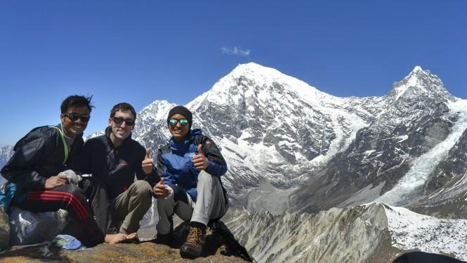 2017-03-nepal-Trekking-LGH-Dia-4-Tsergo-Ri-cima-grupo.jpeg