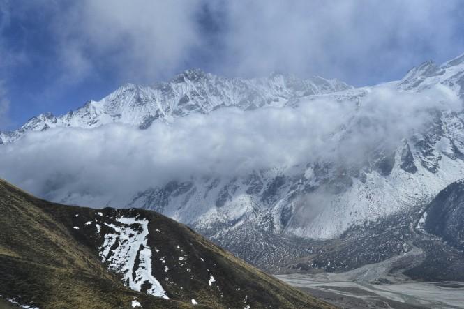 2017-03-nepal-Trekking-LGH-Dia-4-Tsergo-Ri-descenso-nube-2