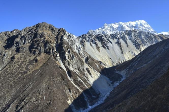 2017-03-nepal-Trekking-LGH-Dia-4-Tsergo-Ri-tramo-subida-vistas-picos