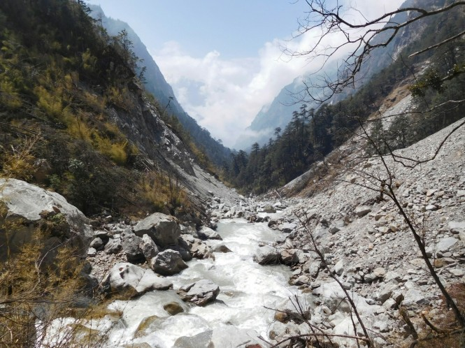 2017-03-nepal-Trekking-LGH-Dia-5-de-kyanjin-a-lama-3-rio