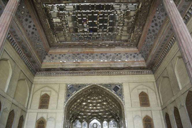 2017-04-iran-Isfahan-Kakh-e-Chehel-Sotun-7