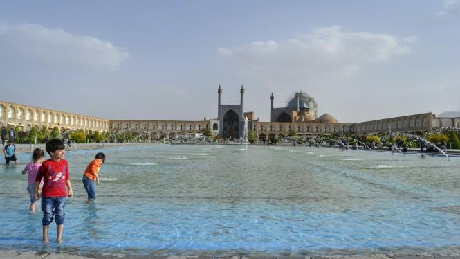 2017-04-iran-Isfahan-Naqsh-e-Jahan-2.jpeg