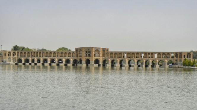 2017-04-iran-isfahan-pol-e-khaju-1