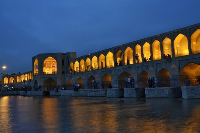 2017-04-iran-Isfahan-Pol-e-Khaju-noche-1