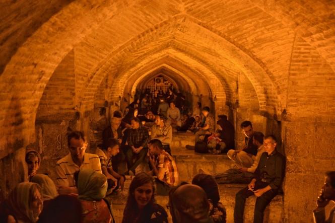 2017-04-iran-Isfahan-Pol-e-Khaju-noche-2