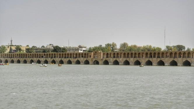 2017-04-iran-Isfahan-Pol-e-Si-o-Seh-2