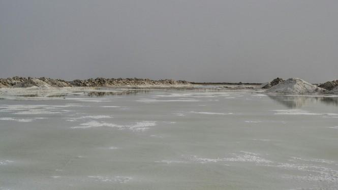 2017-04-iran-Varzaneh-lago-de-sal-2