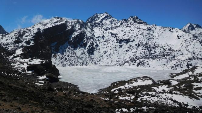 2017-04-nepal-Trekking-LGH-Dia-8-09-Lago-Bhairavkunda