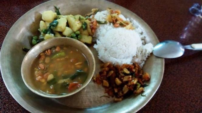 2017-03-nepal-comida-dal-bhat.jpg