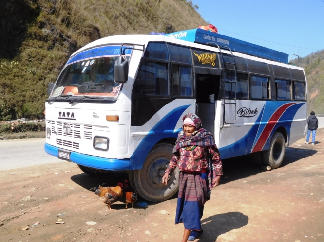 2017-03-nepal-dinero-autobuses.JPG