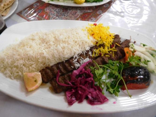 2017-04-iran-comida-chelo-kebab-koobideh