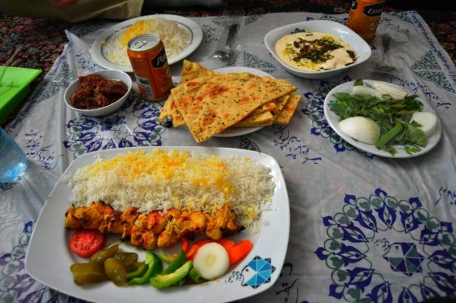 2017-04-iran-comida-kebab-pollo-y-boz-ghormeh