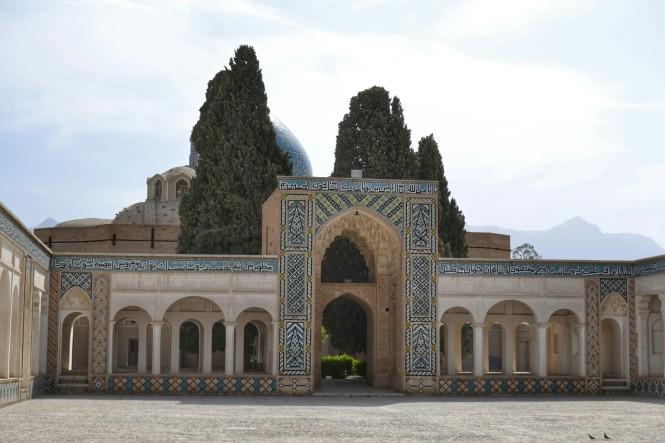 2017-04-iran-mahan-mausoleo-2