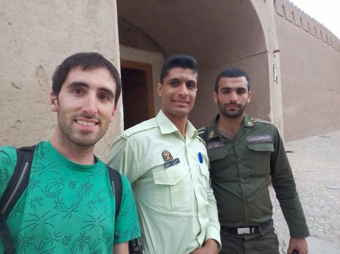 2017-04-iran-rayen-04-cops