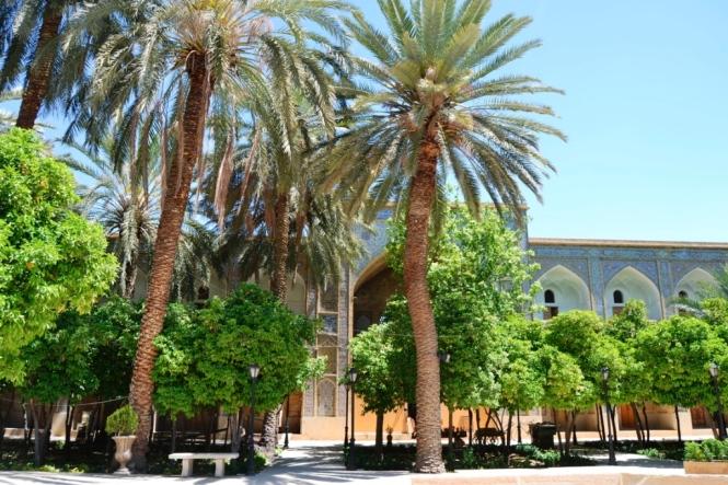 2017-04-iran-Shiraz-Madraseh-ye-Khan.JPG