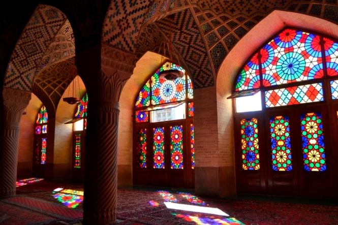 2017-04-iran-Shiraz-Masjed-e-Nasir-al-Molk-2